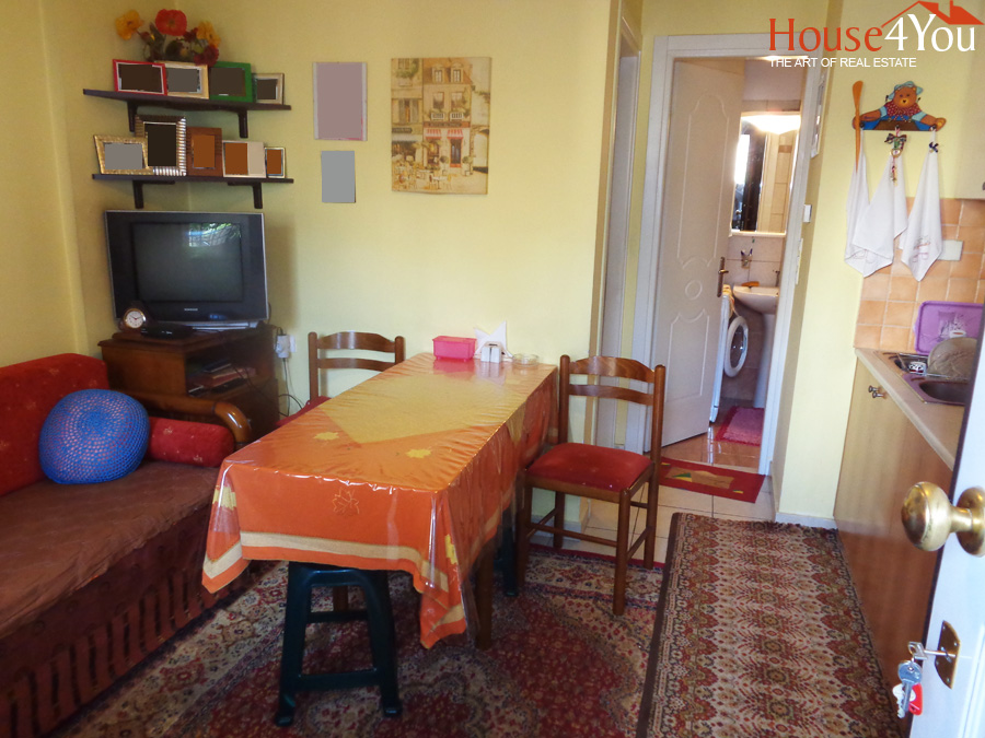 For sale ground floor apartment of 24sqm. 2006 with its own space in front in Spyrou Lambrou in Ioannina