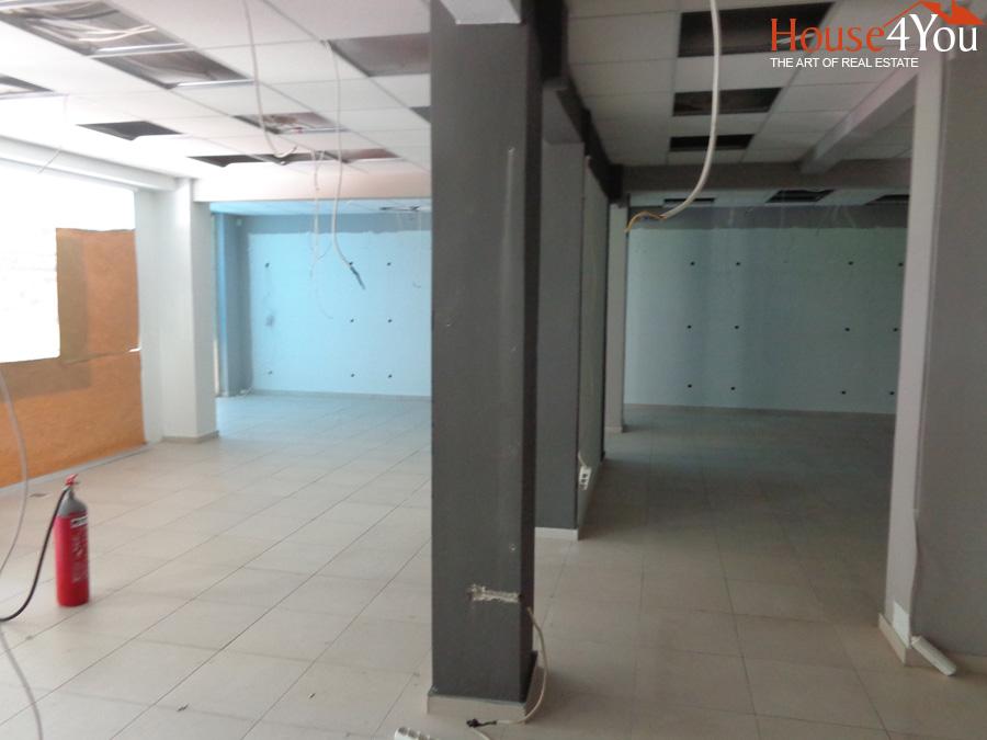 Ενοικιάζεται επαγγελματικό κτίριο συνολικών 1100τμ και 9 θέσεων πάρκινγκ στο κέντρο των Ιωαννίνων