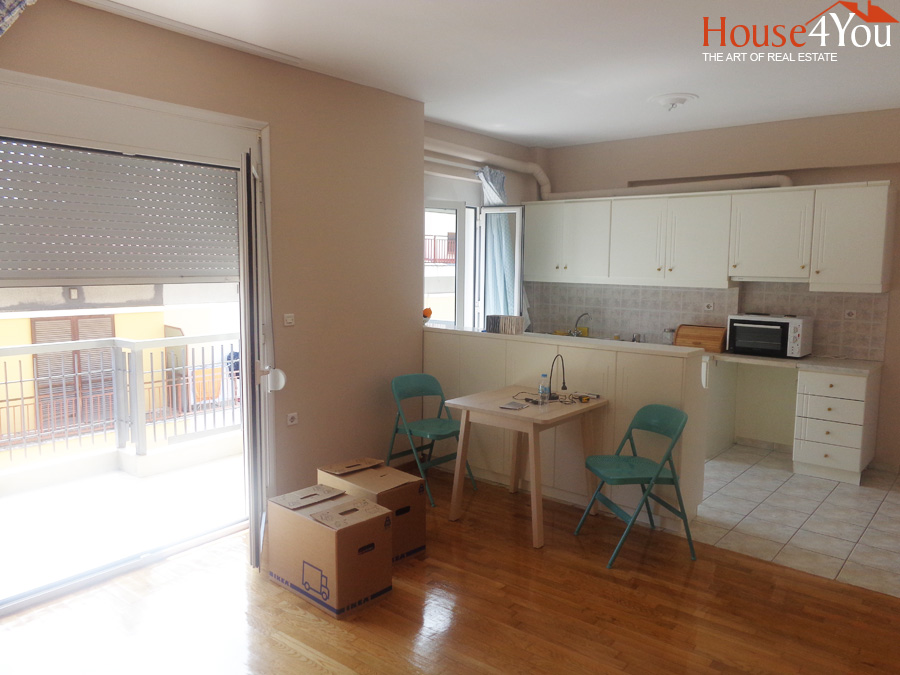 For sale apartment of 52sqm. 3rd floor of construction 2000 near the Hi-School of Zosmiaia in Ioannina