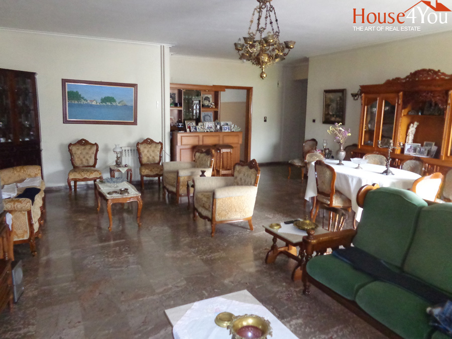 For sale 5-room apartment 179sqm. 2nd floor in the area of Karavatias in the center of Ioannina