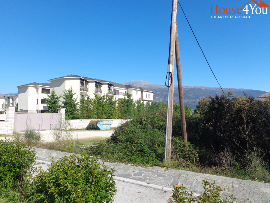 For sale a corner plot of 322sqm. with SD. 0.8 at the Botanico Ioannina next to the Du Lac Hotel