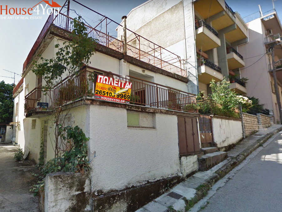 Plot of 300sqm for sale. with SD. 1.4 with an old residence at Olympiada street in the area of Karavatias in Giannena