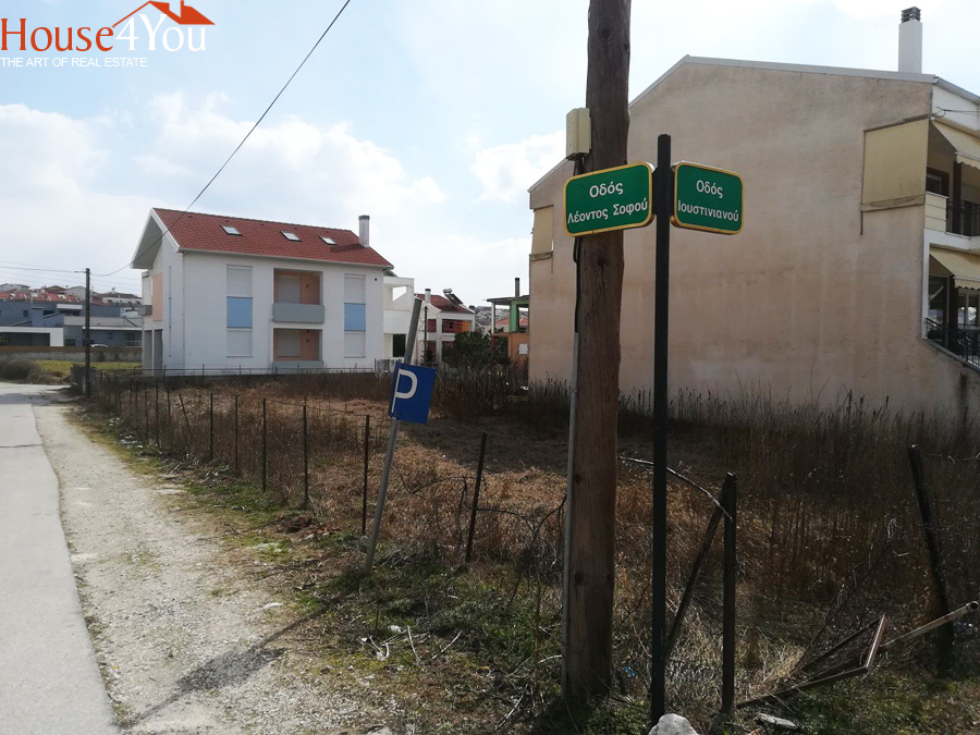 For sale a corner plot of 520sqm. with SD. 0.6 in Anatoli Ioannina at Justinianou Street