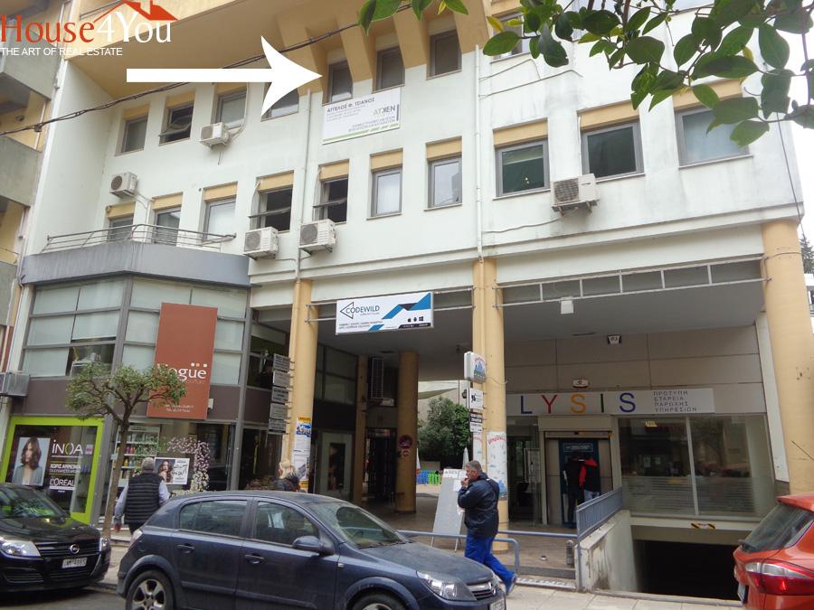 Ενοικιάζεται επαγγελματικός χώρος 37 τμ. 2ου ορόφου στην N. Ζέρβα 5 στο κέντρο των Ιωαννίνων με υπόγεια θέση πάρκινγκ