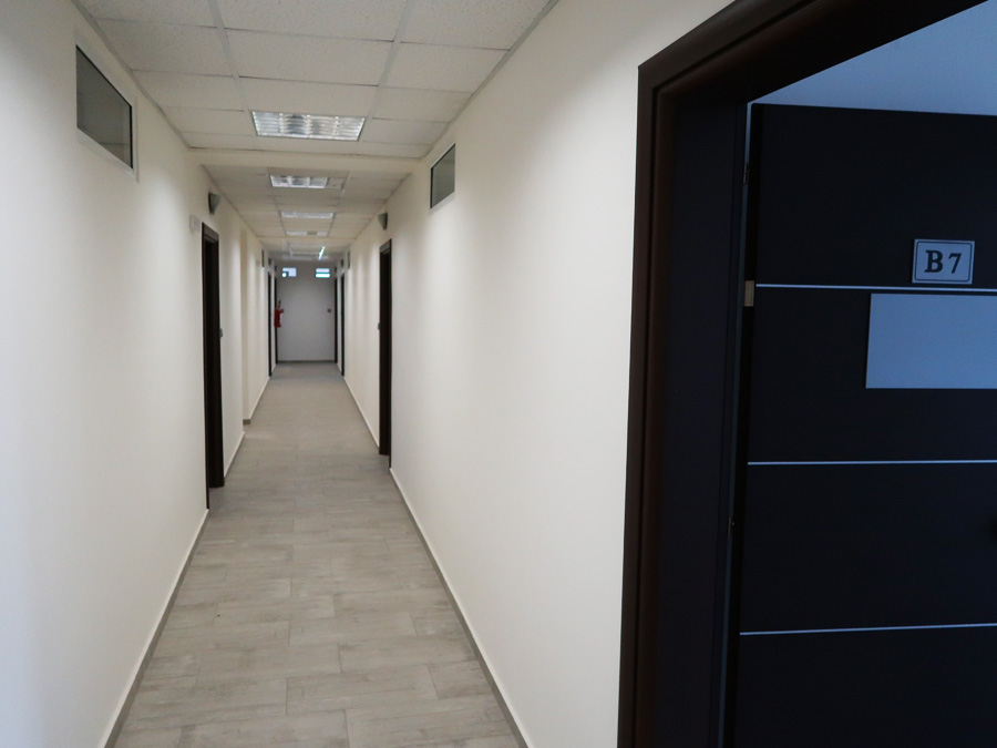 Professional space for rent 482 sq.m. with 7 separate offices with parking in Ampelokipi Ioannina