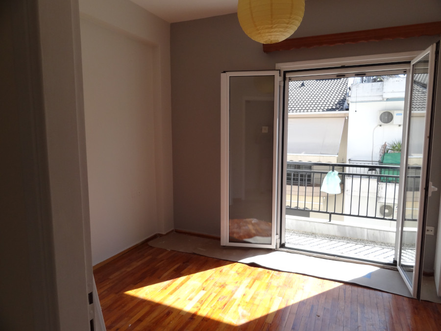Rent a 3 rooms apartment 70 sq.m. 3rd floor bright and with autonomous heating in Lakomata