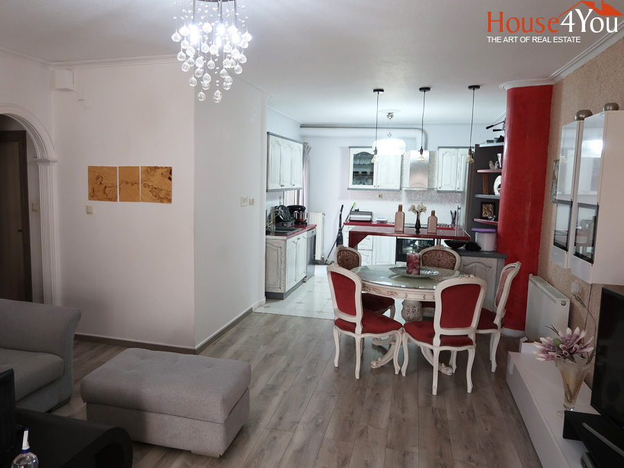 For sale 2 bedroom apartment of 90sqm. Completely renovated in 1997 4th floor in the center of Ioannina