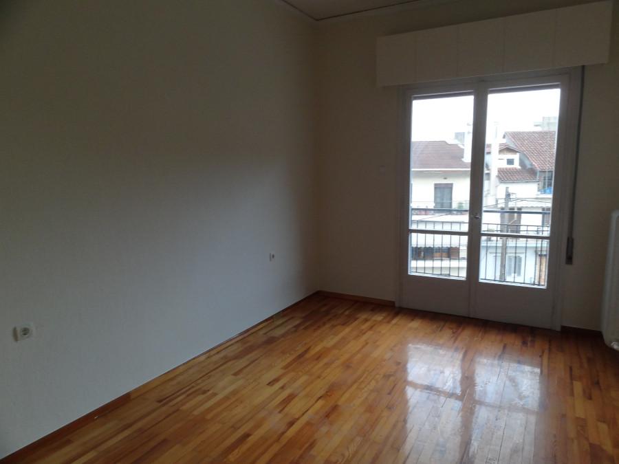 Ενοικιάζεται 2αρι διαμέρισμα 50 τ.μ. 3ου ορόφου κοντά στο κέντρο της πόλης