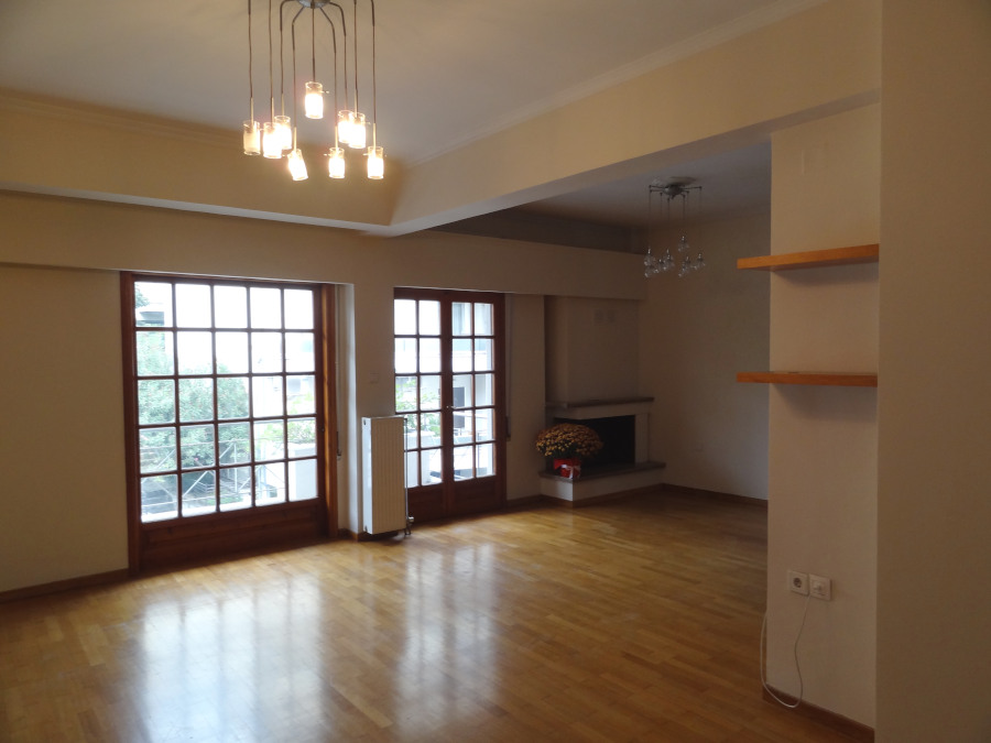 For rent 2 bedrooms apartment of 92 sq.m. 1st floor in the center of Ioannina near Pargis square