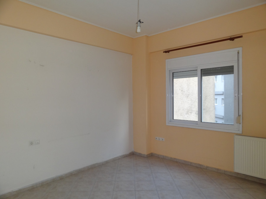 For rent studio of 28 sq.m. 2nd floor in the center of Ioannina