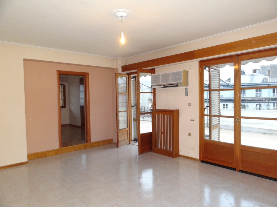 For rent 2 bedrooms apartment of 88 sq.m. 4th floor in a very central part of Ioannina