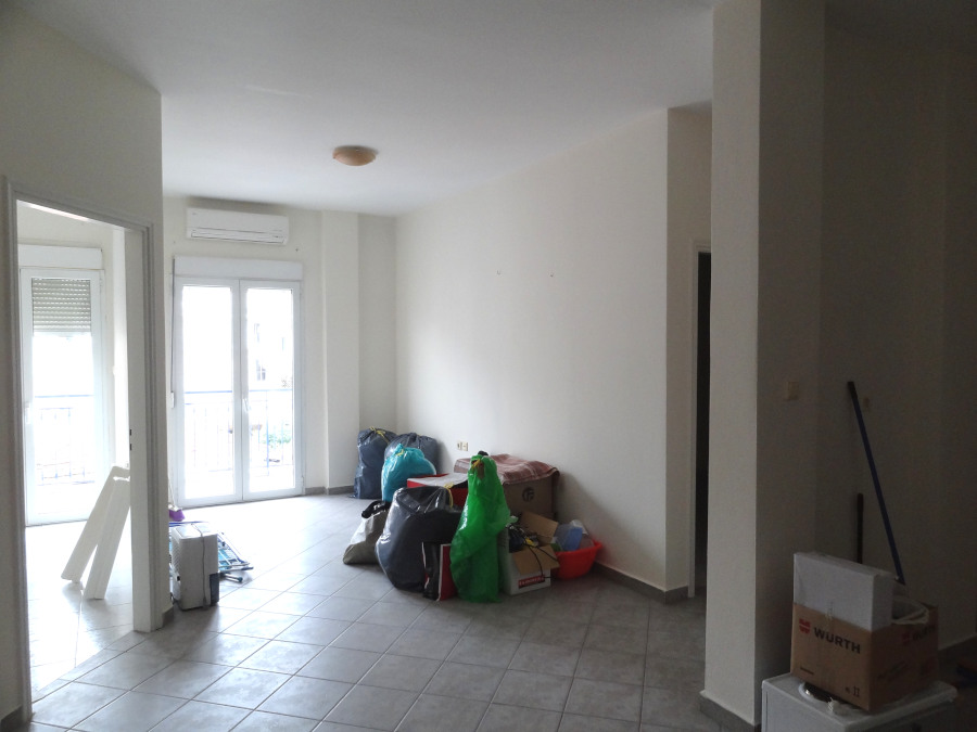 Ενοικιάζεται 3αρι διαμέρισμα 55 τ.μ. 3ου ορόφου κοντά στη Ζωσιμαία Σχολή στα Ιωάννινα
