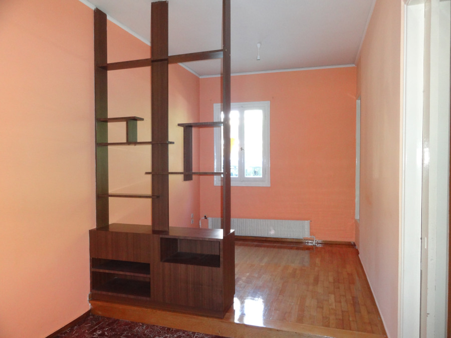 For rent comfortable 2 bedrooms apartment of 85 sq.m. 1st floor in a central part of Ioannina