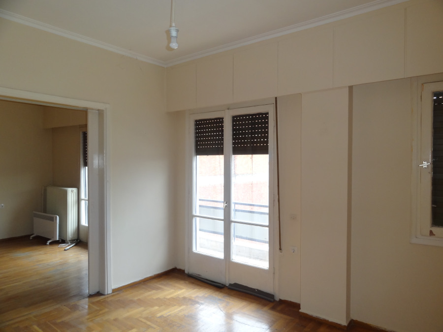 For rent 2 bedrooms apartment of 82 sq.m. 4th floor in the center of Ioannina near the courthouse