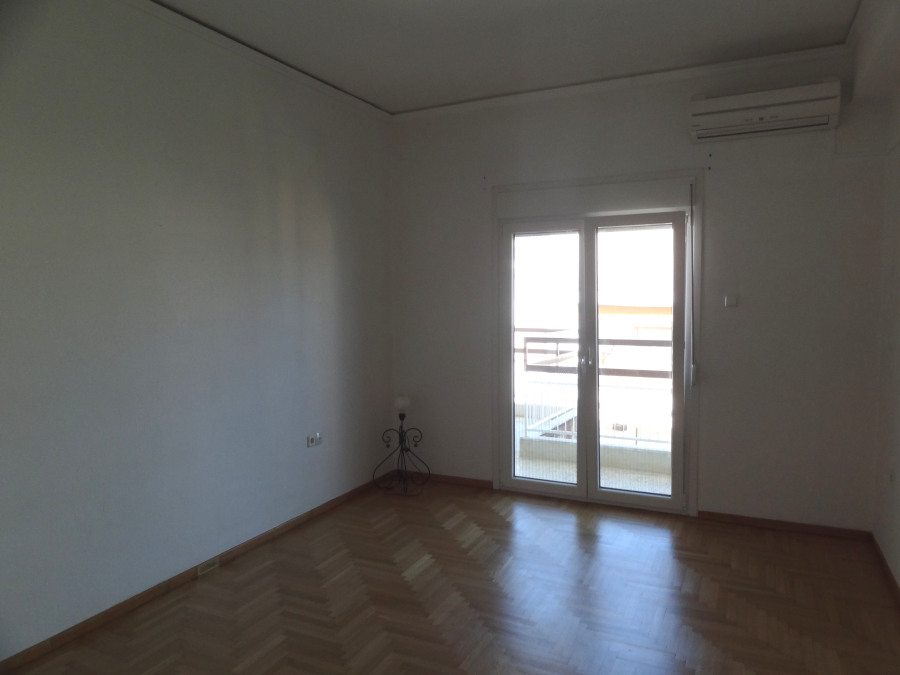 For rent partially renovated comfortable 1 bedroom apartment of 67 sq.m. 4th floor near Pargis square in Ioannina