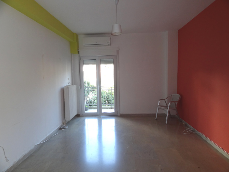 For rent renovated studio of 30 sq.m. 1st floor in the center of Ioannina near the City Hall