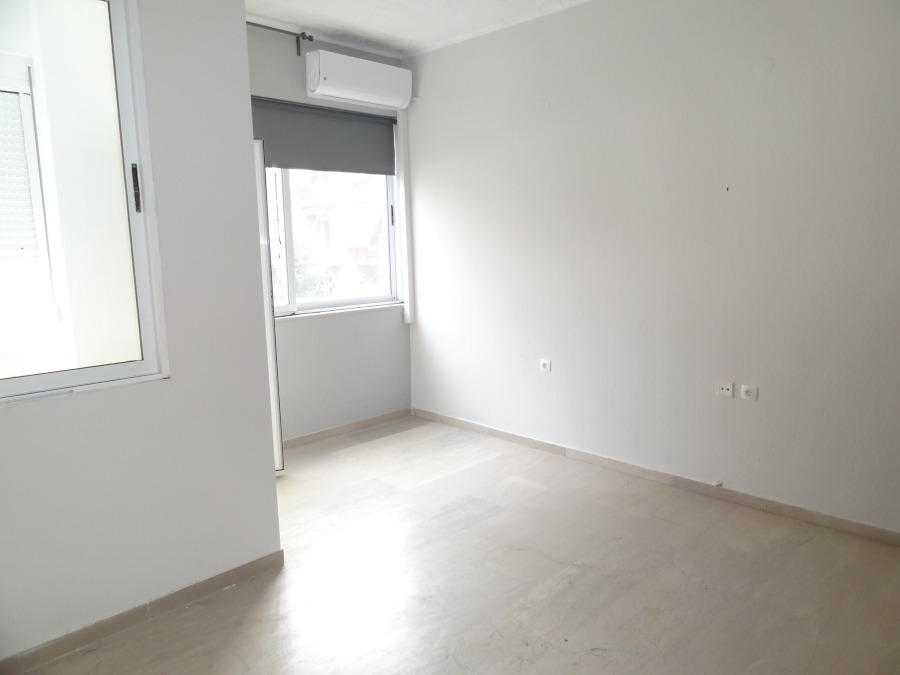 For rent two-room studio of 40 sq.m. 3rd floor near the central square of Ioannina.