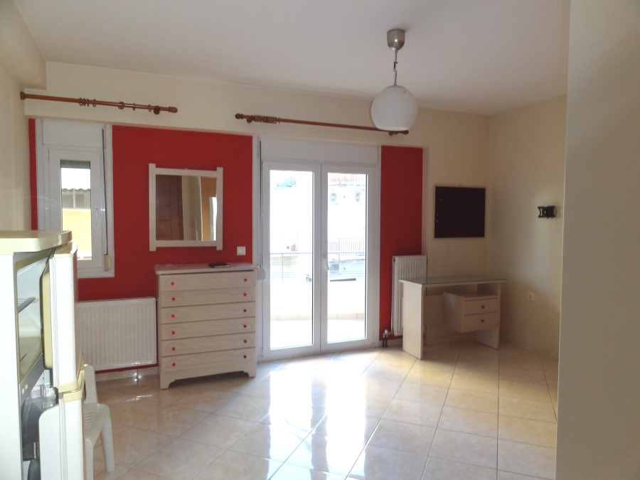 For rent studio of 30 sq.m. 2nd floor in the center of Ioannina near Pargis square