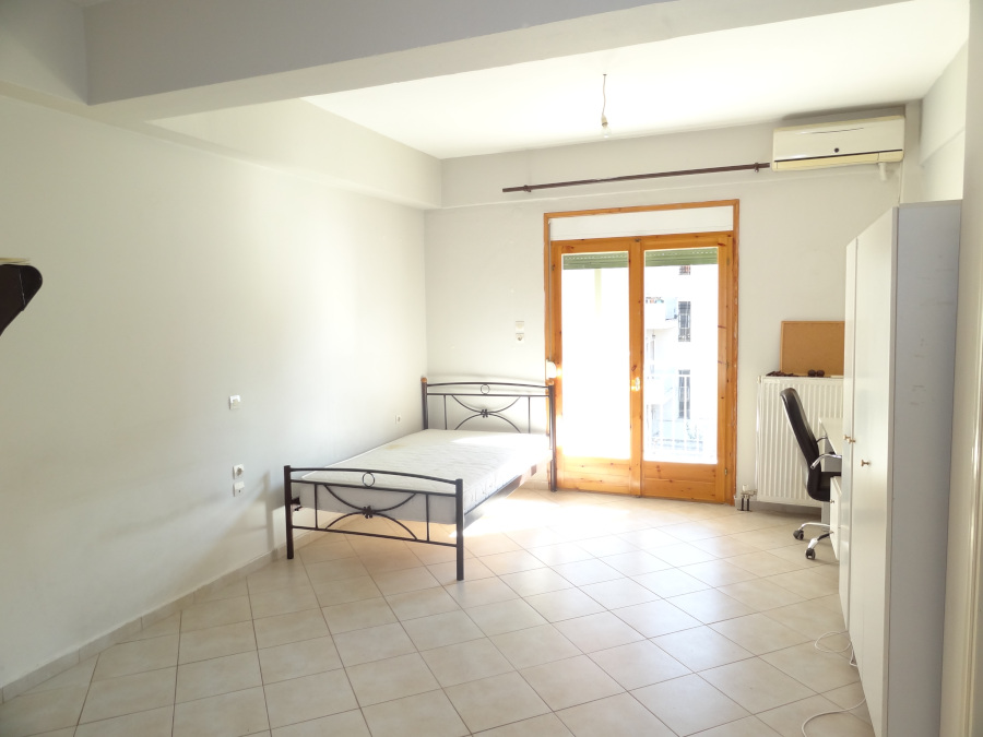 For rent studio of 32 sq.m. 2nd floor in a central point of Ioannina near Pargis square