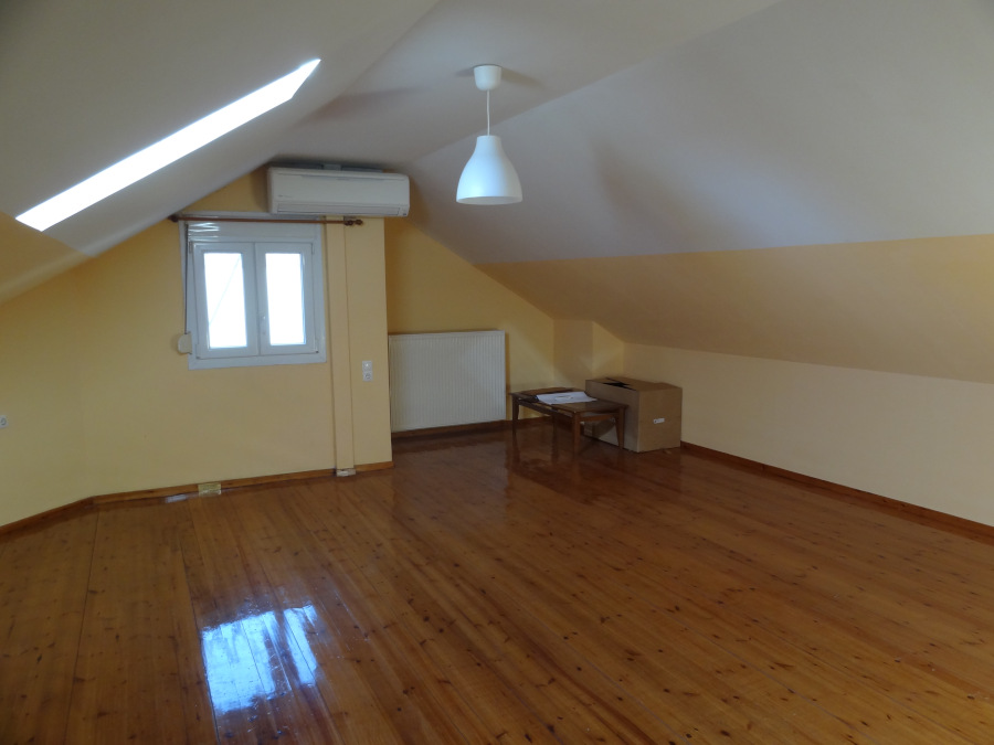For rent 1 bedroom attic apartment of 65 sq.m. 4th floor near the center of Ioannina at the Kaloutsiani mosque