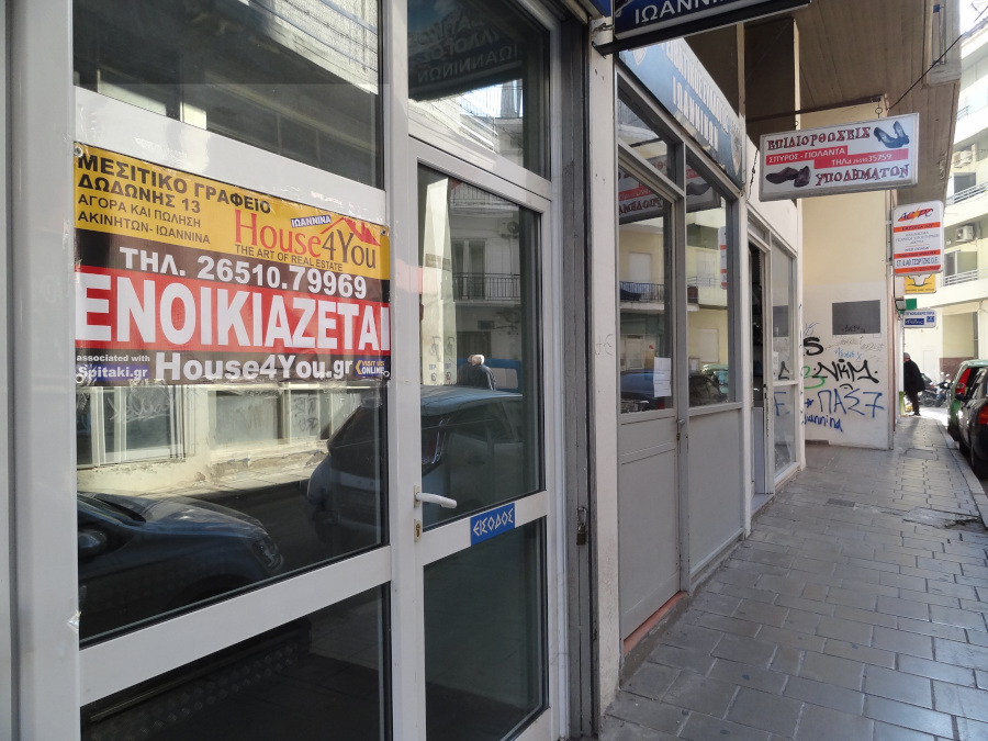 Commercial space store  for rent 80 sq.m. at 15 Smyrnis Street near N. Zerva in the center of Ioannina