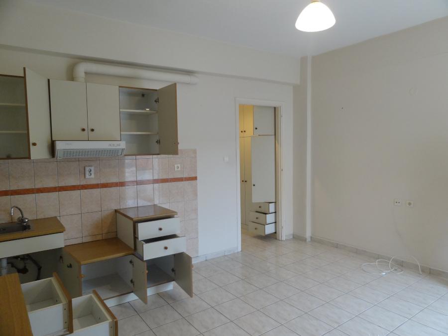 For rent studio of 30 sq.m. 2nd floor near the center of Ioannina near Agios Nikolaos Agoras