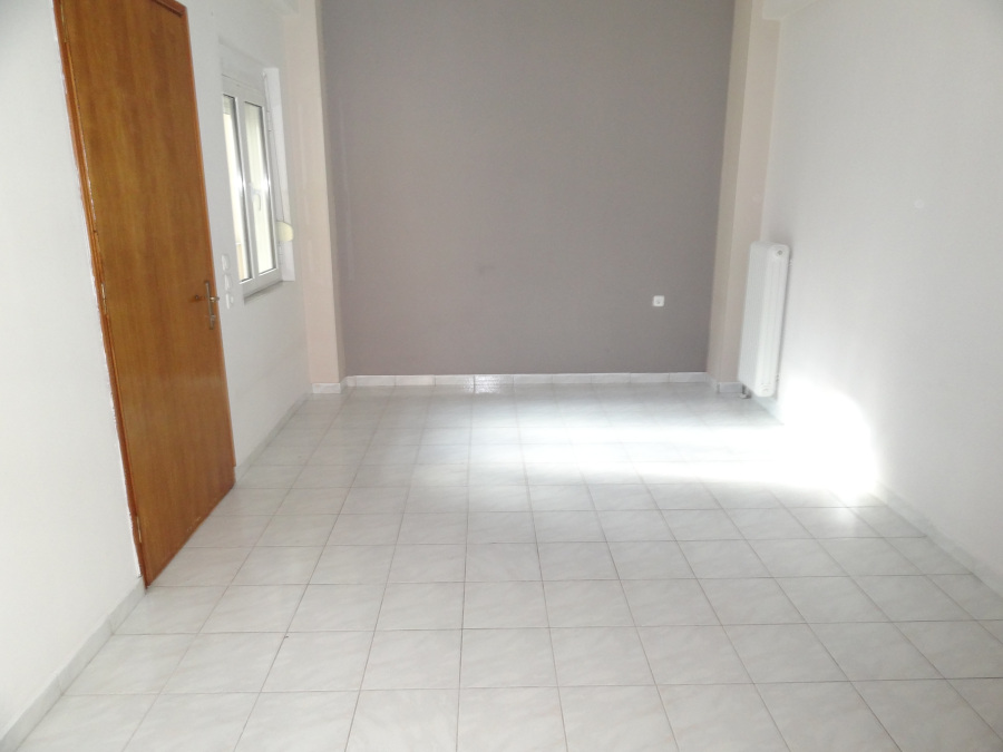 For rent a two-rooms studio of 38 sq.m. 1st floor near Hatzi square in Ampelokipi in Ioannina