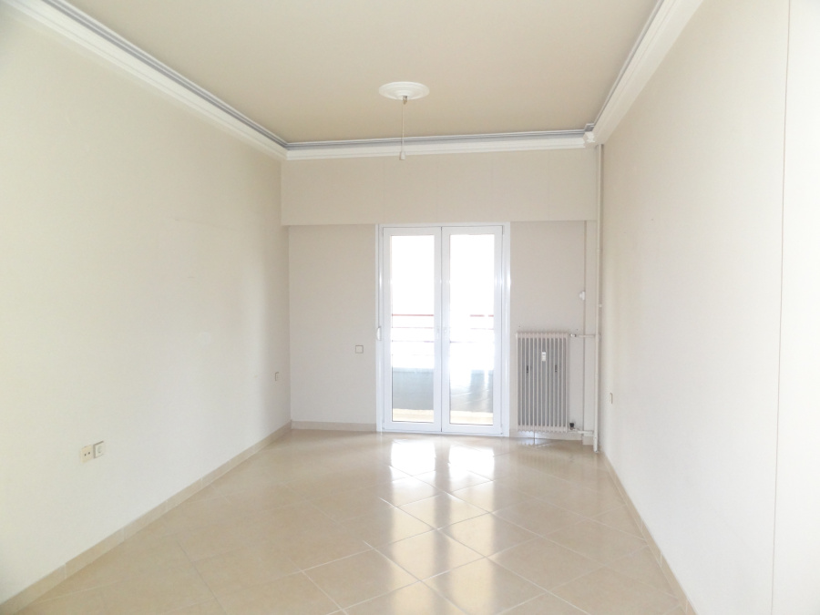 For rent 2 bedrooms bright apartment of 73 sq.m. 3rd floor near the bus station in Ioannina