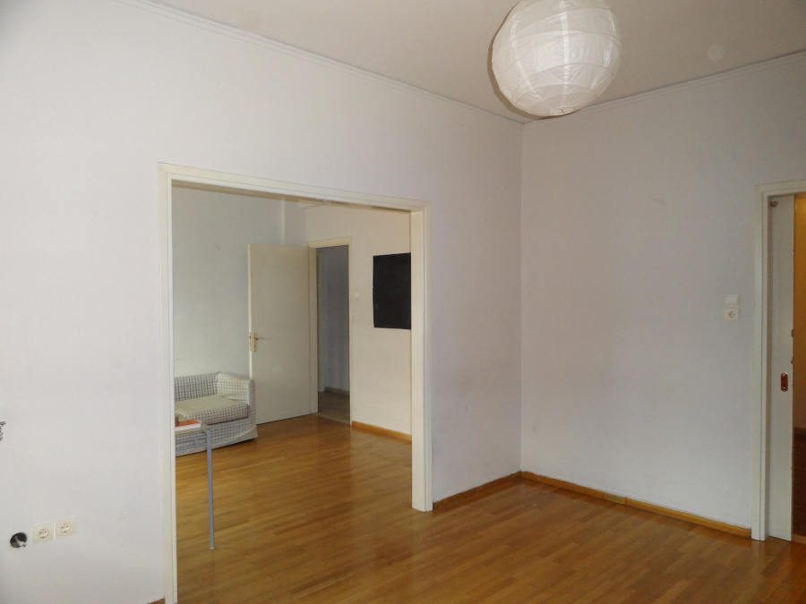 For rent comfortable 2 bedrooms apartment of 100 sq.m. 2nd floor in the center of the city of Ioannina on Poutetsi Street