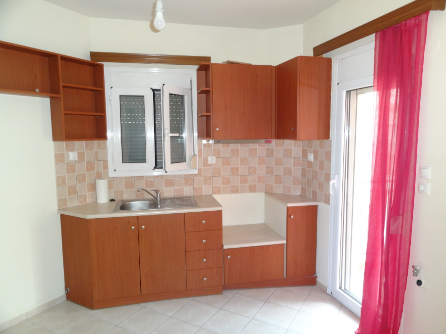 For rent two-rooms bright studio of 33 sq.m. 3rd floor near the center of Ioannina