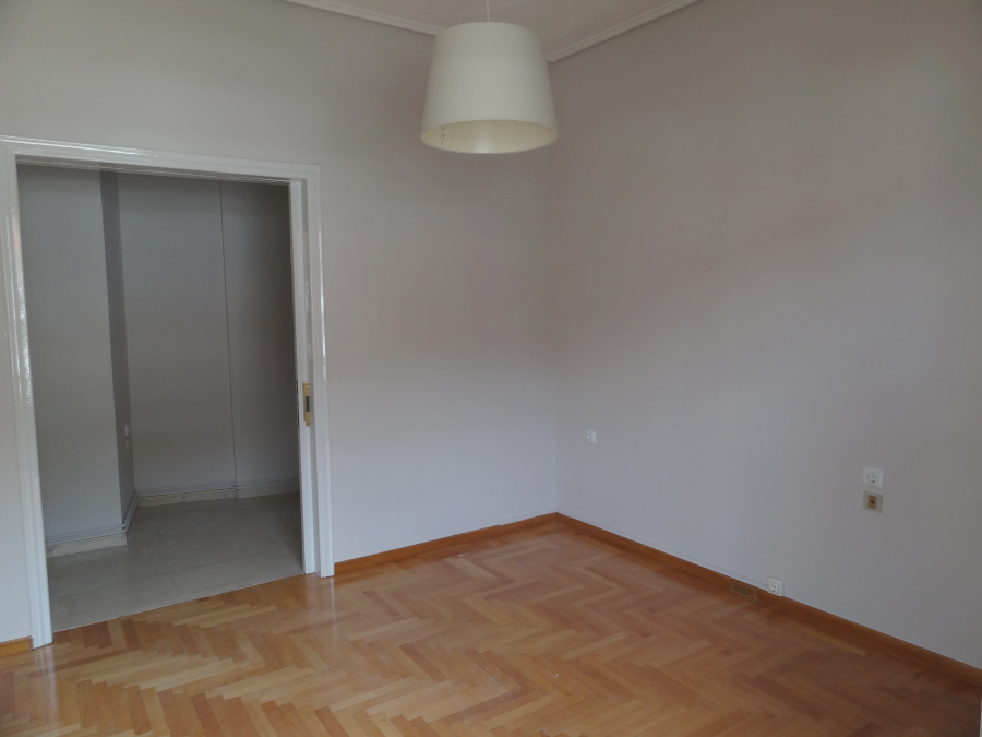 For rent 1 bedroom apartment of 50 sq.m. 2nd floor at 55 Souliou Street in Ioannina