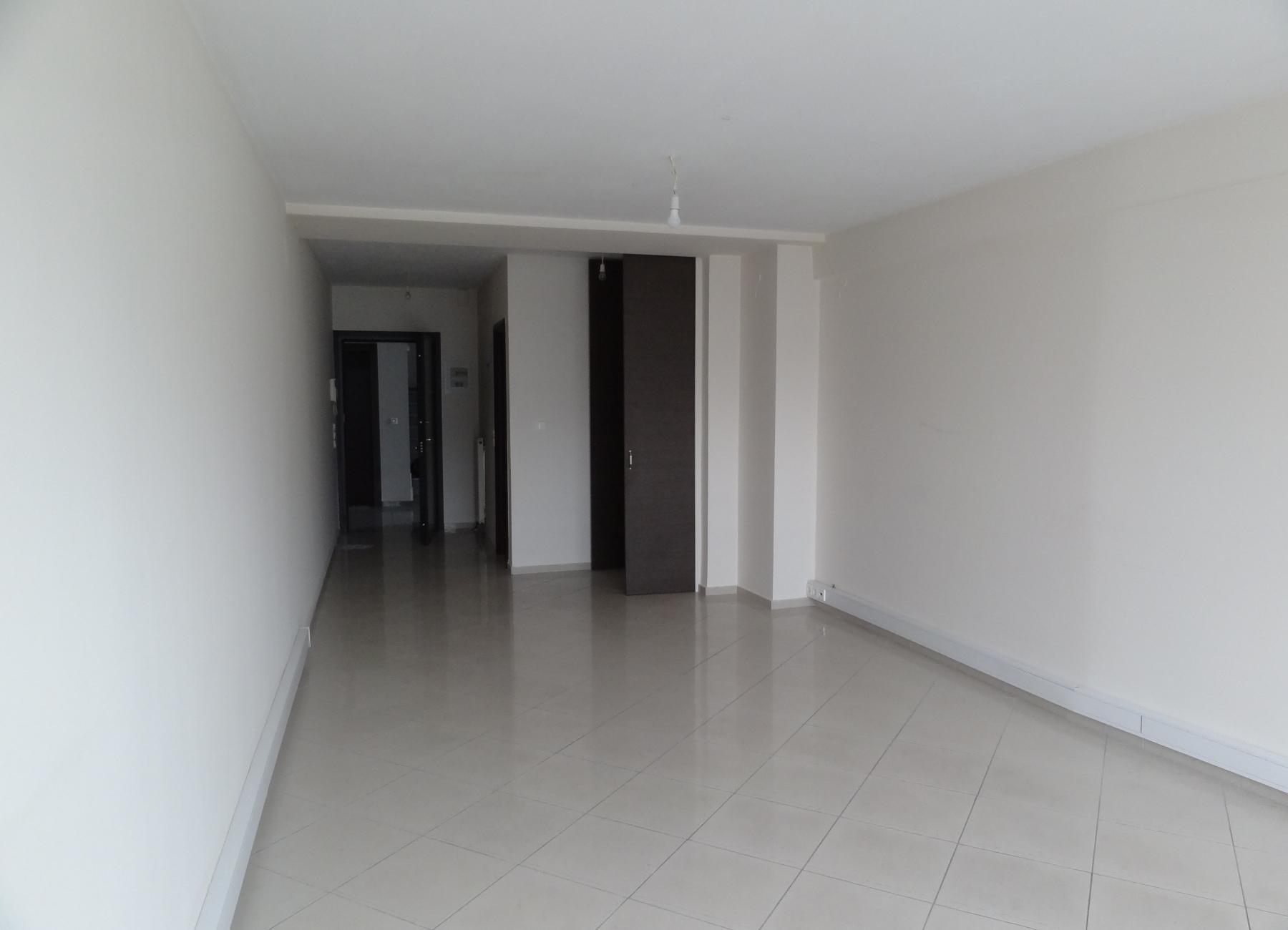 Ενοικιάζεται επαγγελματικός χώρος γραφείο 43 τ.μ. 2ου ορόφου σε κεντρικό σημείο στα Ιωάννινα
