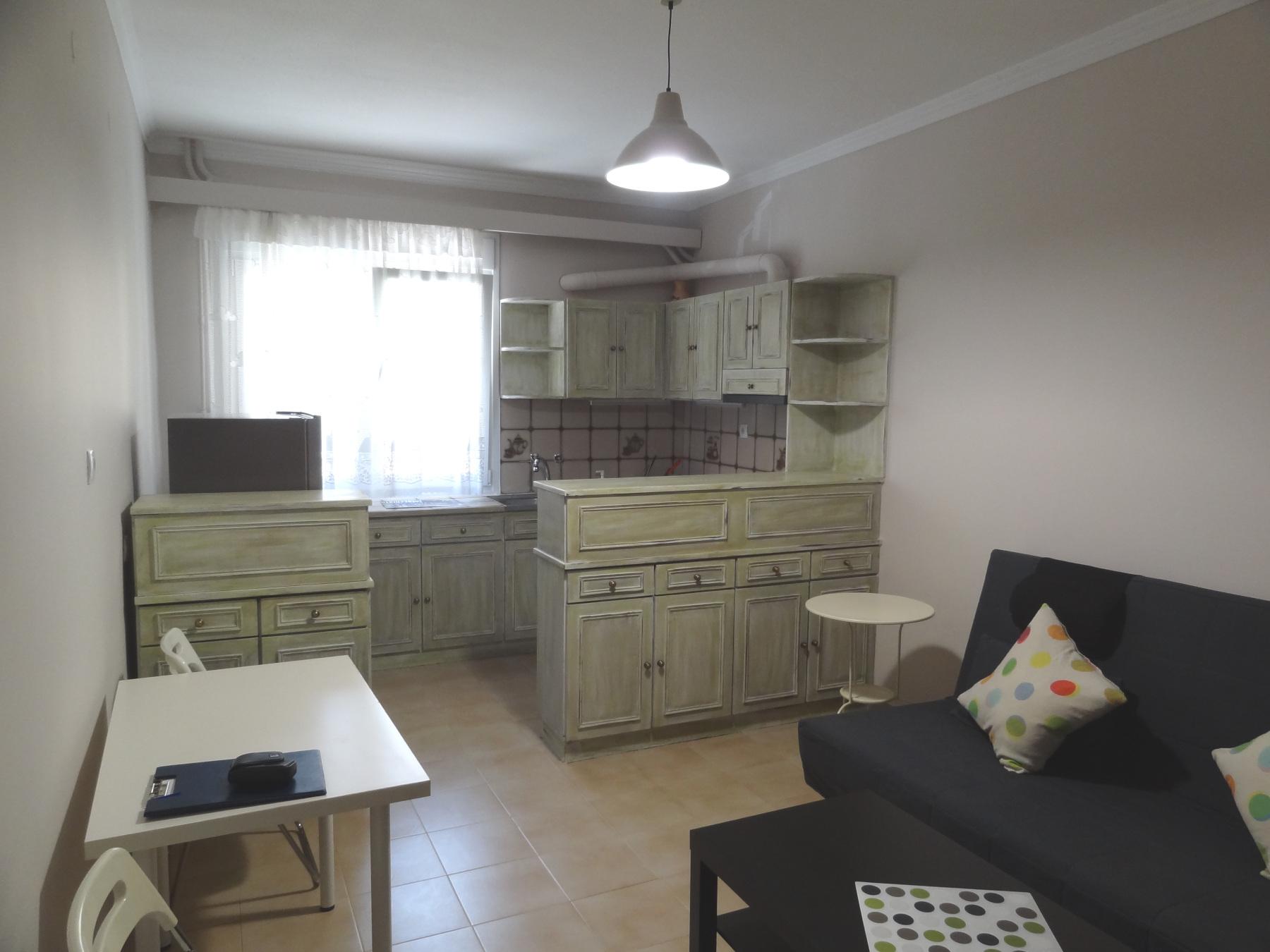 Ενοικιάζεται επιπλωμένο 2αρι διαμέρισμα 41 τ.μ. 1ου ορόφου στο κέντρο της πόλης των Ιωαννίνων πλησίον της Ν. Ζέρβα.