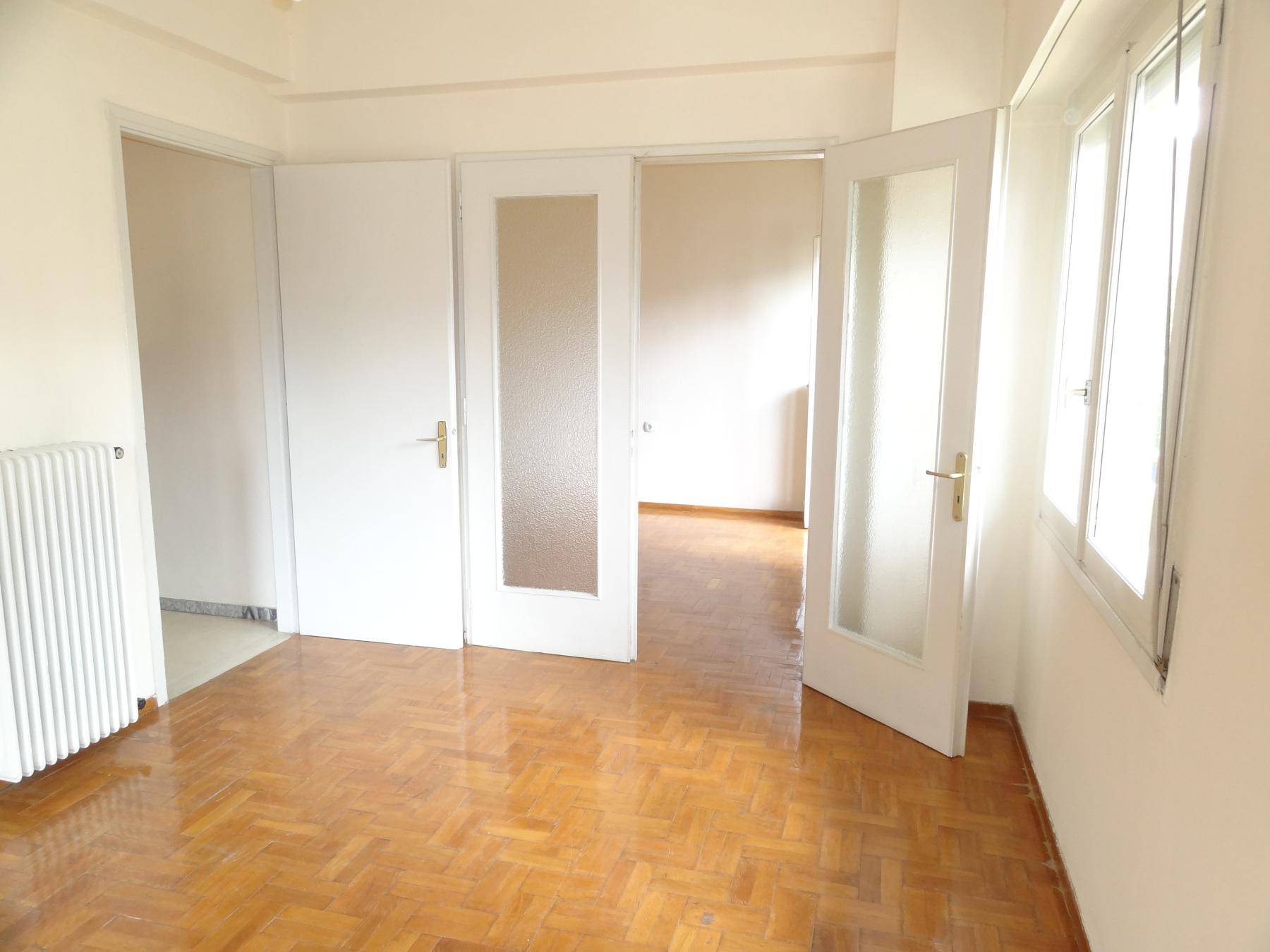Ενοικιάζεται 3αρι ευήλιο διαμέρισμα 86 τ.μ. 1ου ορόφου στο κέντρο των Ιωαννίνων πλησίον της Ακαδημίας