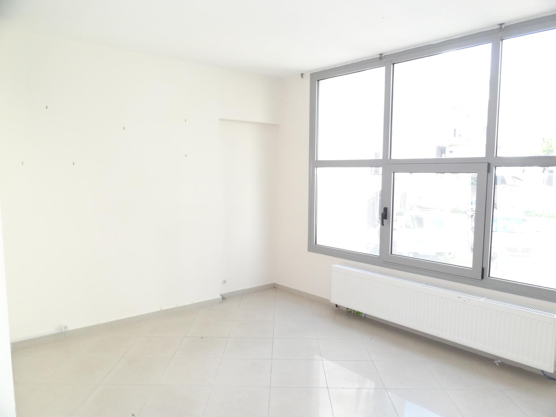Ενοικιάζεται επαγγελματικός χώρος γραφείο 35 τ.μ. 1ου ορόφου σε κεντρικό σημείο των Ιωαννίνων