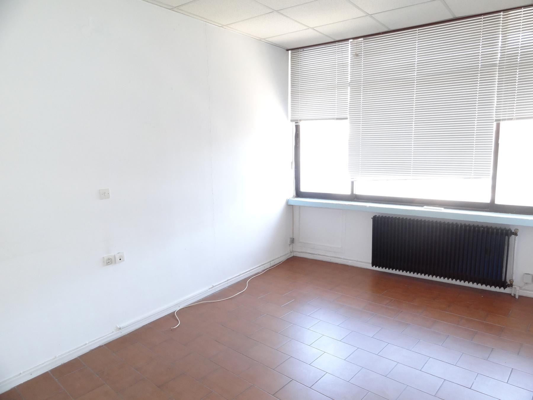 Ενοικιάζεται επαγγελματικός χώρος γραφείο 30 τ.μ. 3ου ορόφου στο κέντρο των Ιωαννίνων πολύ κοντά στο κτίριο της Περιφέρειας