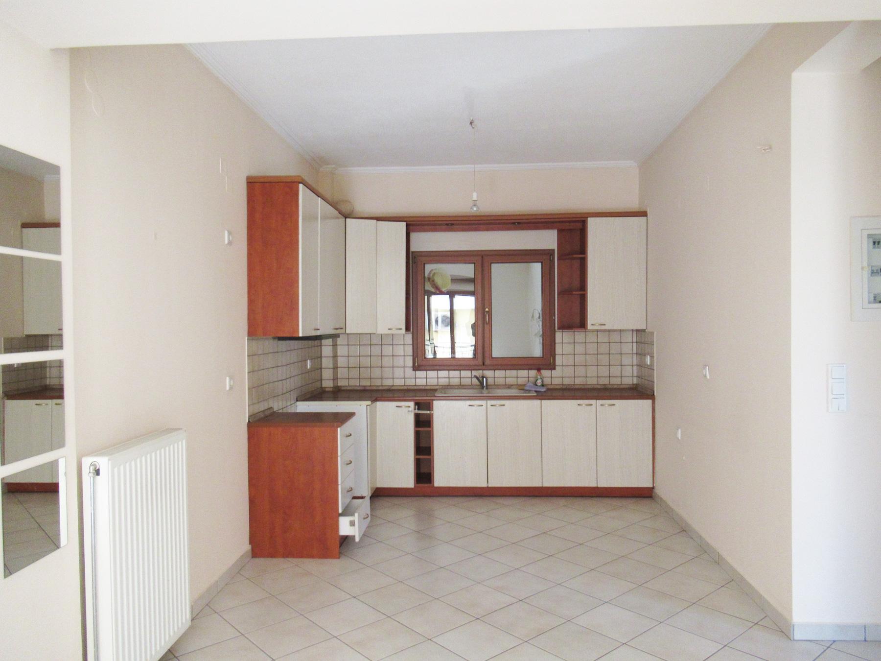 Ενοικιάζεται διαμπερές τριάρι διαμέρισμα 75 τ.μ. 1ου ορόφου σε ήσυχη γειτονιά στην Ανατολή Ιωαννίνων