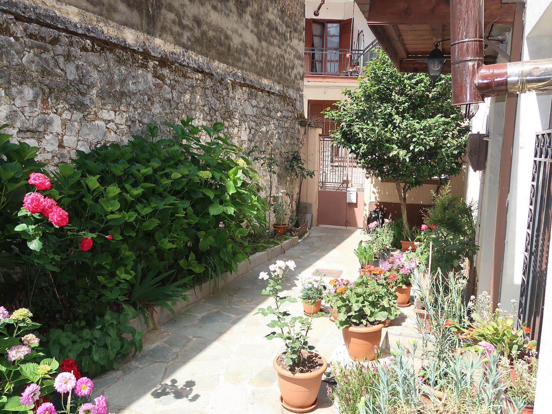 Πωλείται μεζονέτα 100 τμ. 2 επιπέδων με όμορφη αυλή στο Κάστρο Ιωαννίνων