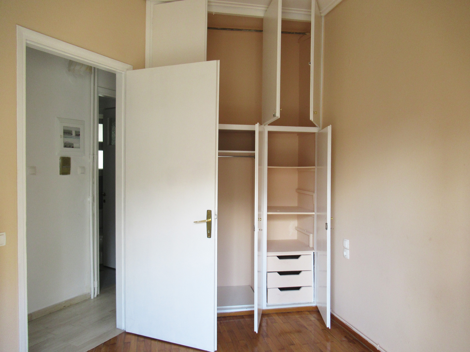For rent fully renovated studio of 35 sq.m. on the 3rd floor in the center of Ioannina