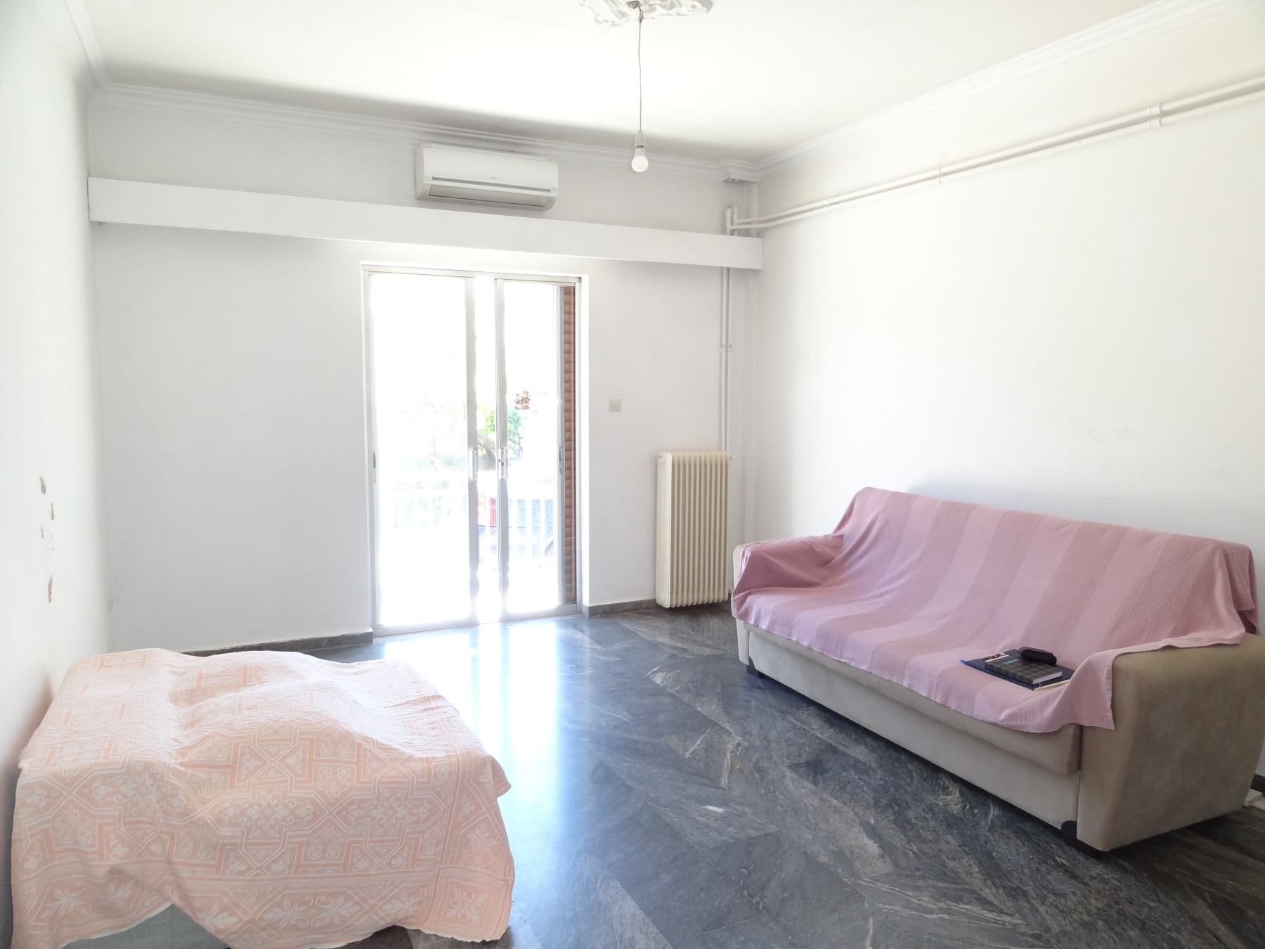 For sale ground floor bright apartment of 92 sq.m. with 2 bedrooms in Vrysoula, Ioannina.