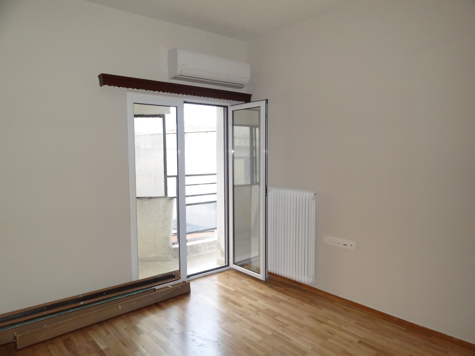 For rent fully renovated 1 bedroom apartment of 60 sq.m. in Pargis square in the center of Ioannina