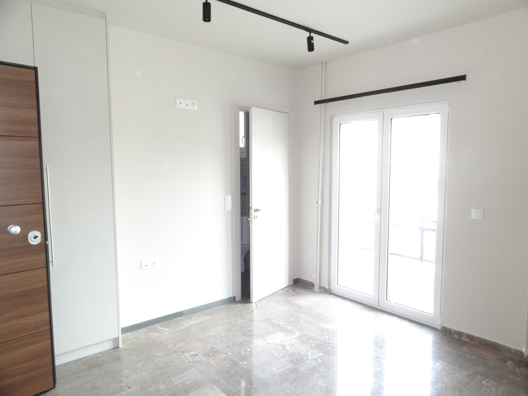 For rent fully renovated two-rooms studio of 45 sq.m. in Pargis square in the center of Ioannina