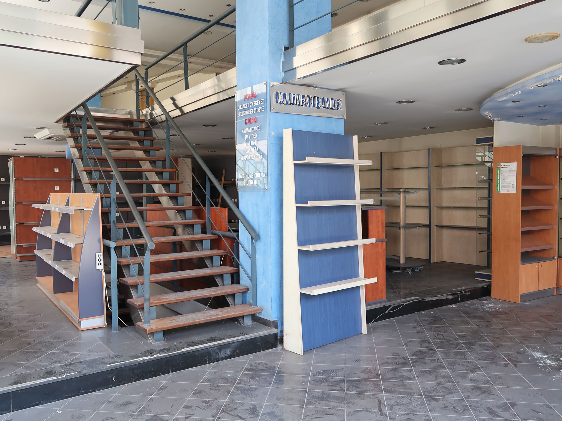 Commercial space for rent high profile store of a total of 341 sq.m. in the center of Ioannina