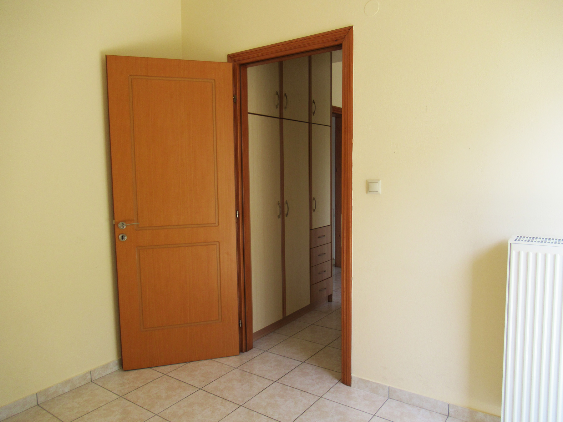 For rent sunny 1 bedroom studio of 35 sq.m. on the 1st floor in the center of Ioannina