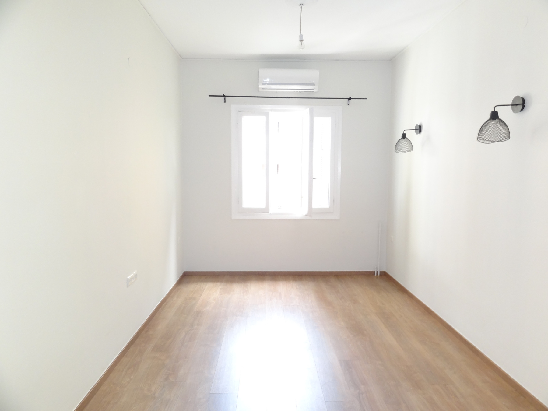 For rent renovated 1 bedroom apartment of 47 sq.m. 1st floor in Homer Square in Ioannina