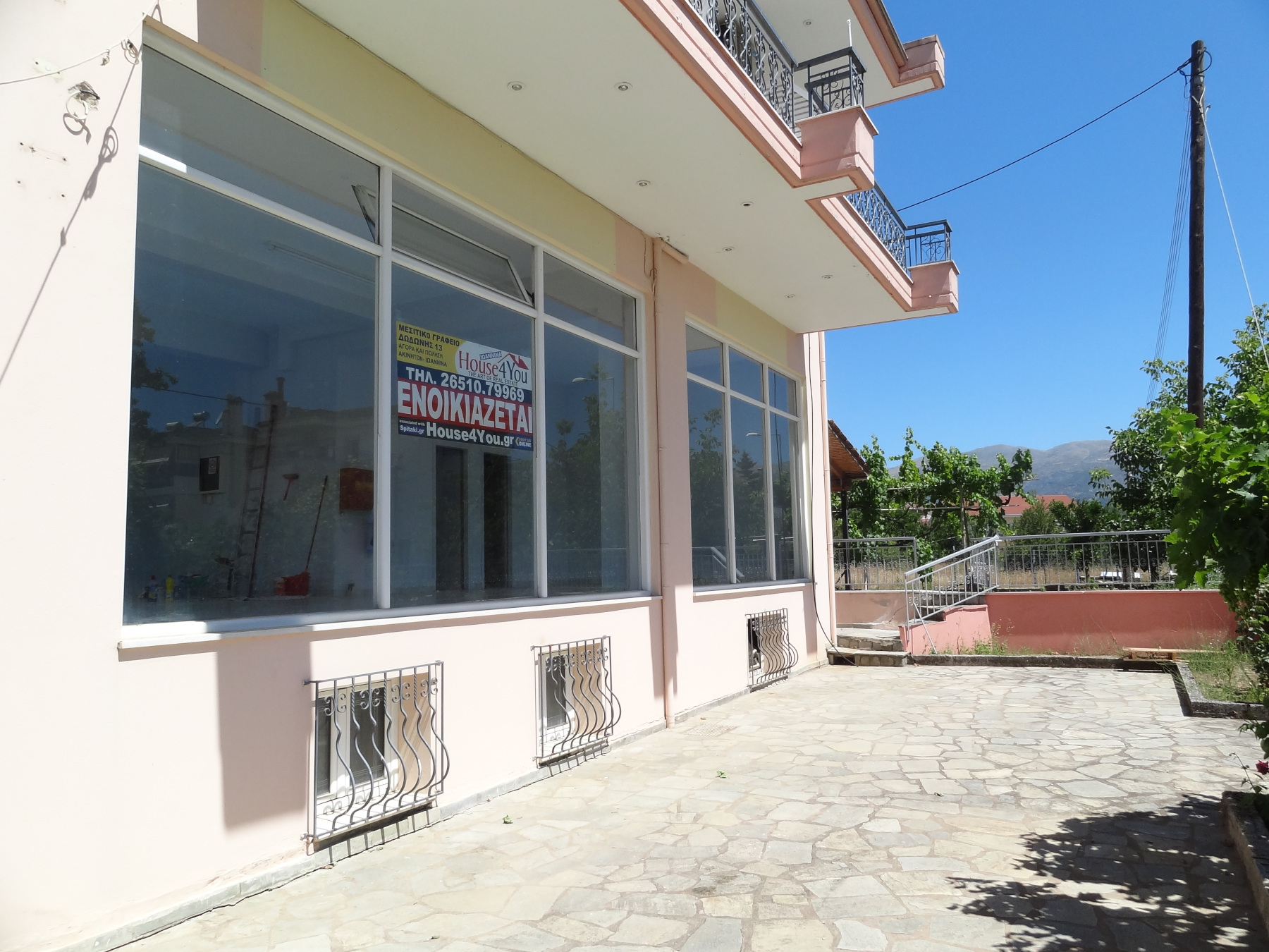 Ground floor commercial space for rent 124 sq.m. on Asimakopoulou in Kato Neochoropoulo in Ioannina