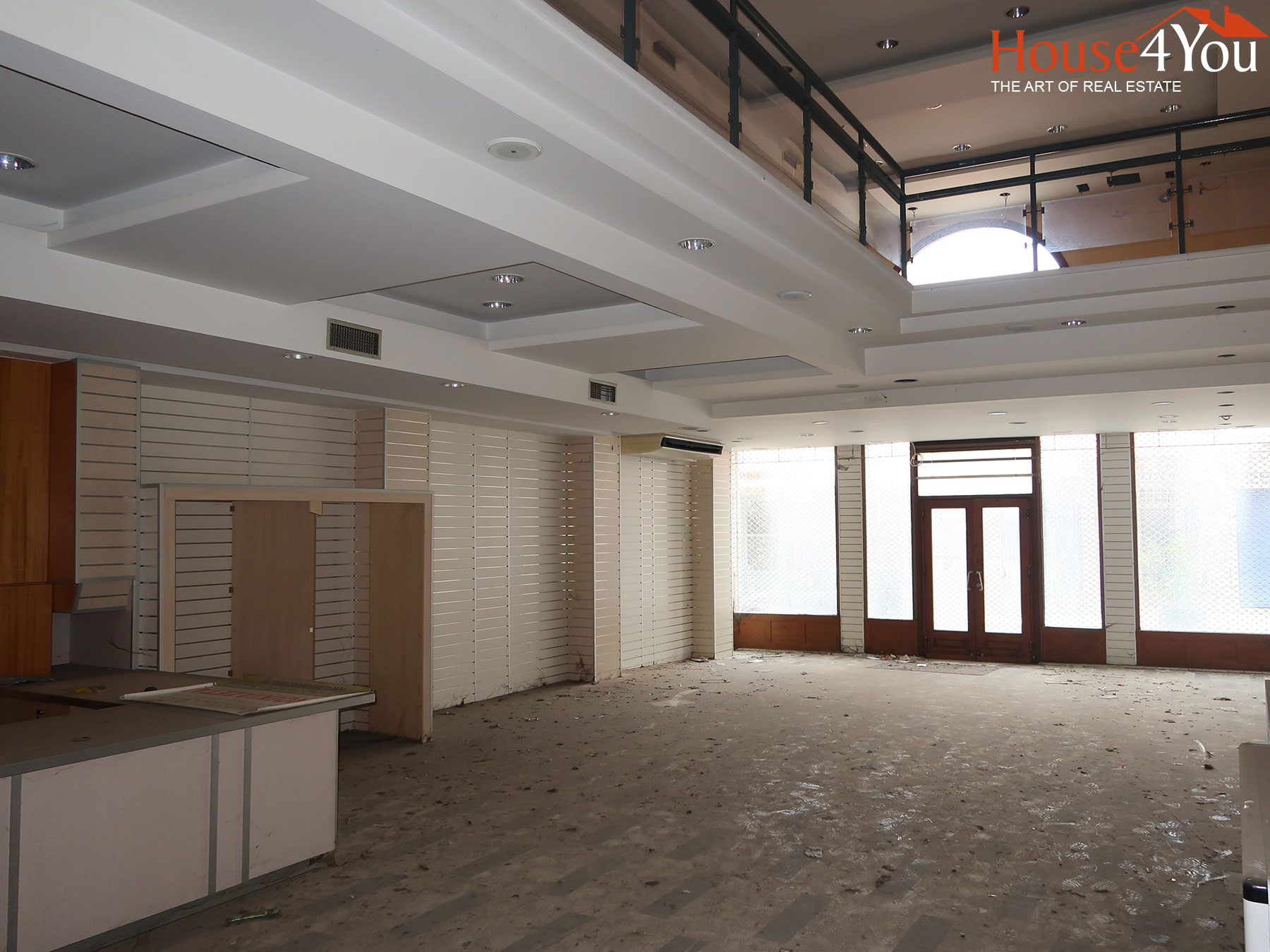 For rent 6-level commercial building of a total of 1,200 sq.m. in the center of Ioannina