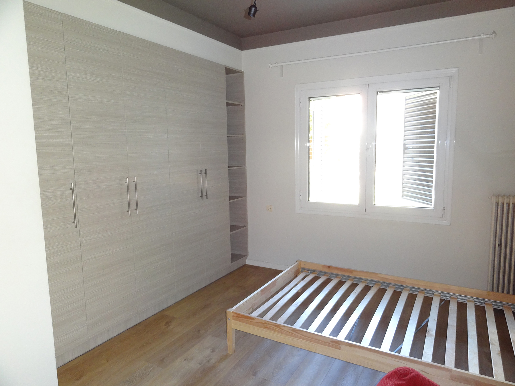 For rent renovated and partially furnished 1 bedroom apartment of 41 sq.m. ground floor near the Zosimaia school in Ioannina