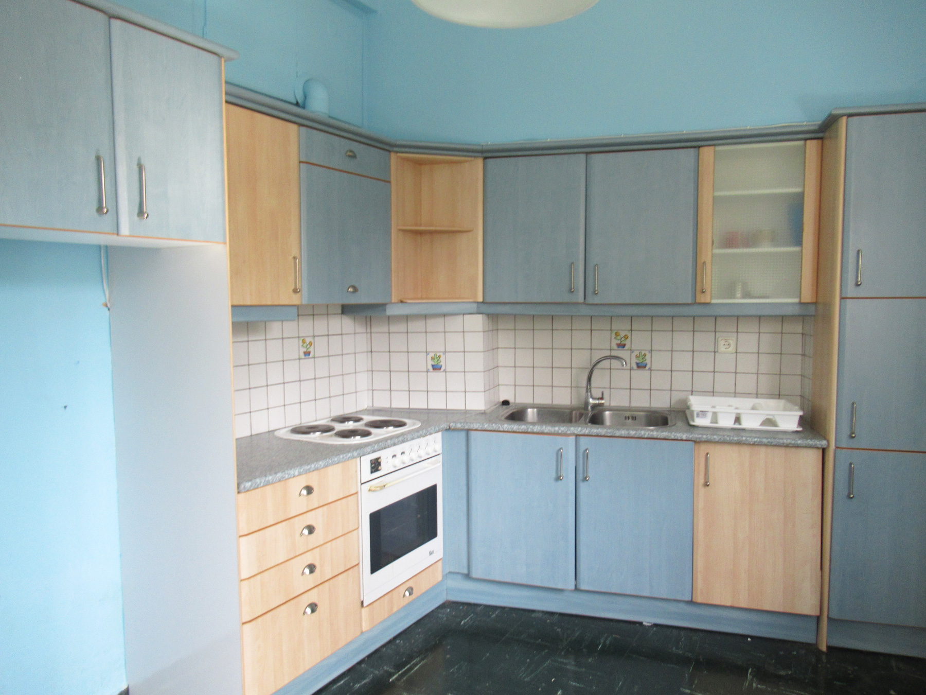 For rent sunny 1 bedroom apartment of 50 sq.m. on the 1st floor in the center of Ioannina.