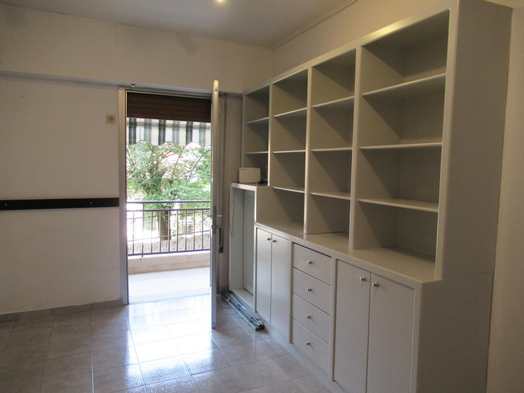 Ενοικιάζεται 2άρι διαμέρισμα 50 τ.μ. 1ου ορόφου σε πολύ κεντρικό σημείο της πόλης των Ιωαννίνων.